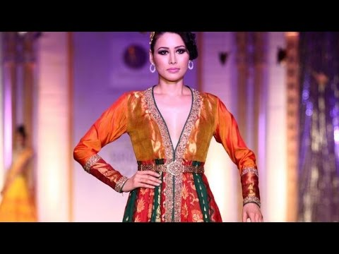 Hot Models In Red Gowns & Designer Jewelleries at India Bullion Jewellery Fashion Week