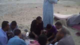 عمال قناة السويس الجديدة يتناولون طعام الافطار فى رمضان