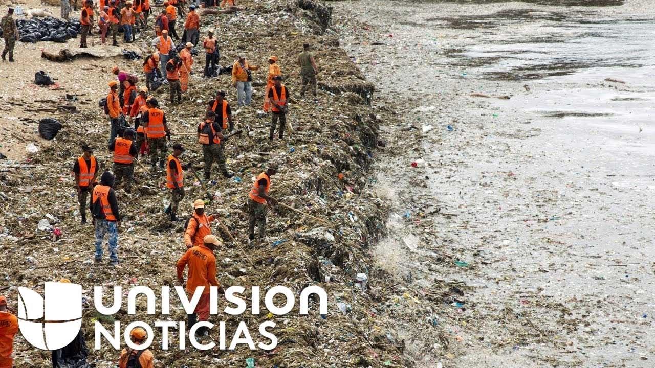 Las playas de República Dominicana, cubiertas por una marea de plásticos