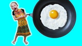 Одни дома ПЕРЕСОЛИЛИ ЕДУ Юля поваренок  Some at home REFRESHED FOOD made eggs