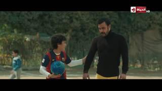 على طريقة عادل إمام في فيلم الحريف.. محمد إمام بيلعب كورة في الشارع #هوجان