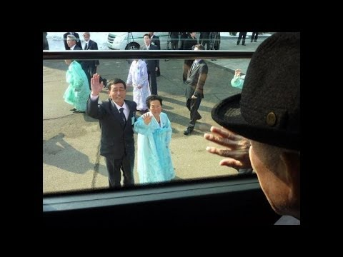 South Koreans return from emotional reunion in North