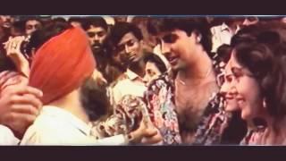 Rare Video | Akshay Kumar checking 'khiladi' (1992) movie response |