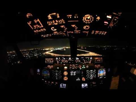 B-737NG: Посадка ночью  в аэропорту Внуково (Москва)