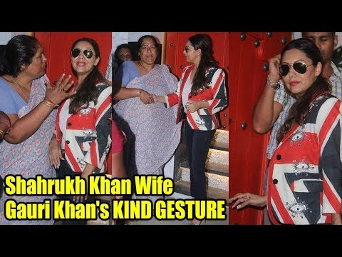 Shahrukh Khan Wife Gauri Khan's KIND GESTURE Towards Poor Women | Did Hand Shake & Talks To Them