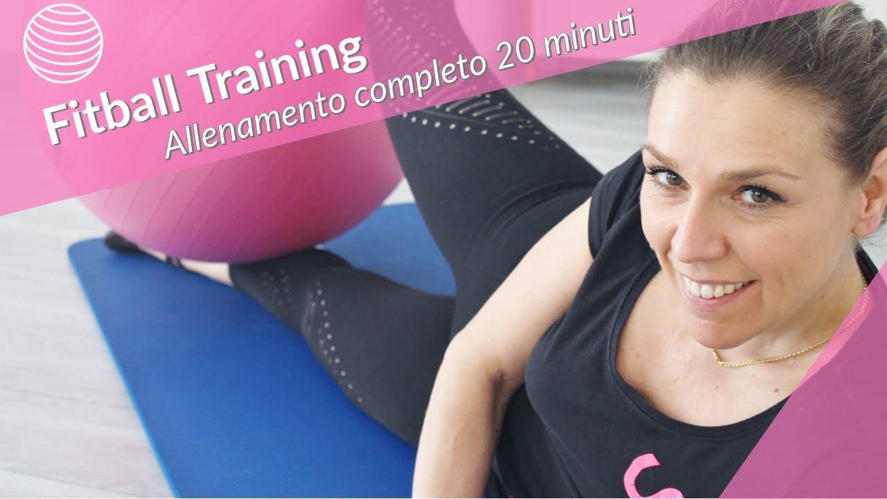 ALLENAMENTO COMPLETO | Home Fitness 20 minuti con Fitball