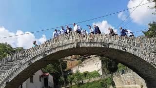Ο Κυριάκος Μητσοτάκης στο γεφύρι του Δοτσικου
