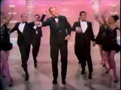 Клип Bing Crosby - Step To The Rear