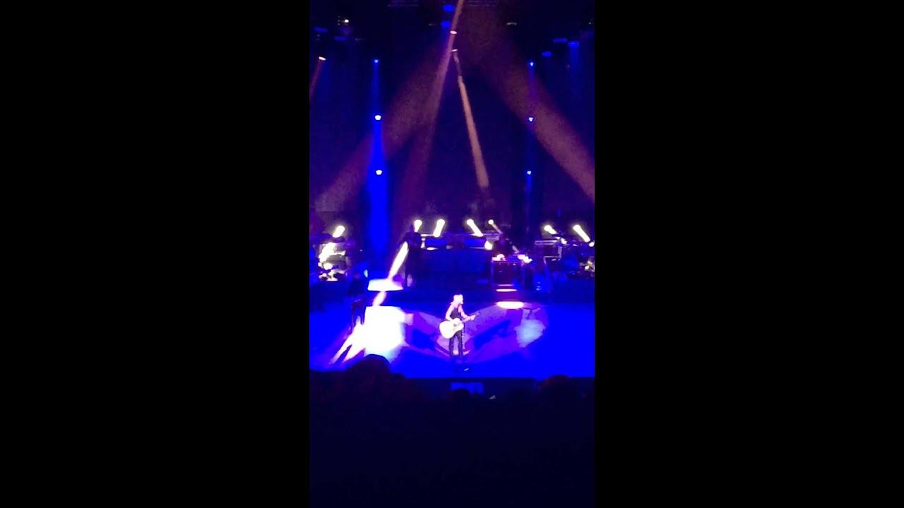 Miranda Lambert - Bathroom Sink (Live) - YouTube