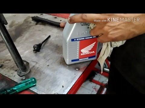 How to change engine oil of bike || Honda livo