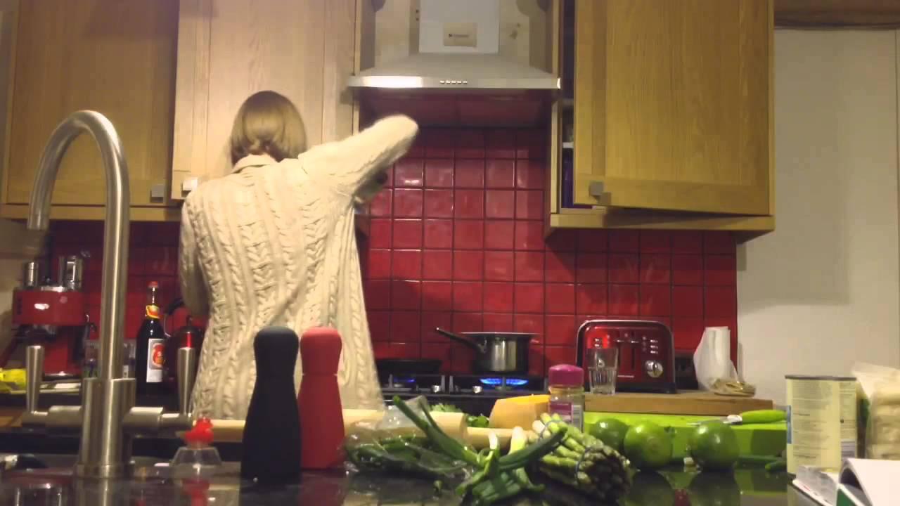 Chicken laksa jamie 39 s 15 minute meals youtube - Jamie en 15 minutes ...