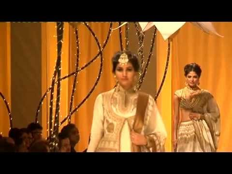 India Bridal Fashion Week - Rohit Bal dances with Abhishek Bachchan & Models Day6
