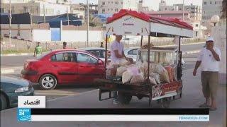 البطالة تجبر خريجي الجامعات في غزة على القبول بأعمال بسيطة