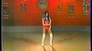 "Gina Montes bailando ""You and I"" by Rick James"