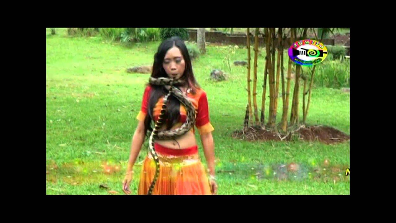 wanita india tari ular   youtube