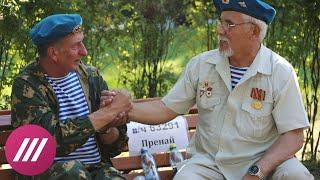 Смотреть видео Как в Москве десантники отмечали День ВДВ. Фонтаны, молебен и синева онлайн