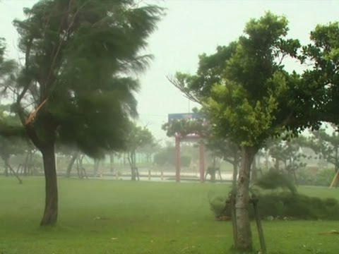 Raw: Powerful Typhoon Neoguri Strikes Okinawa