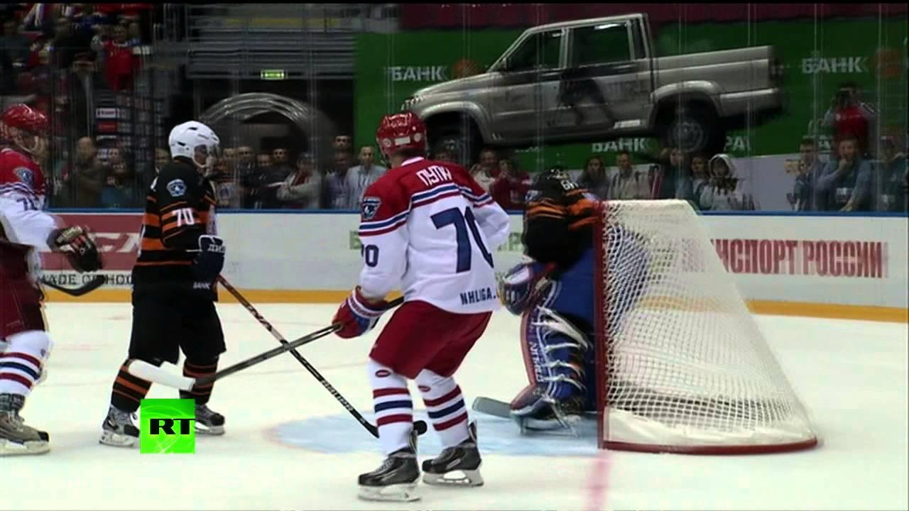 VIDEO – Poutine marque lors d'un match de gala de hockey sur glace