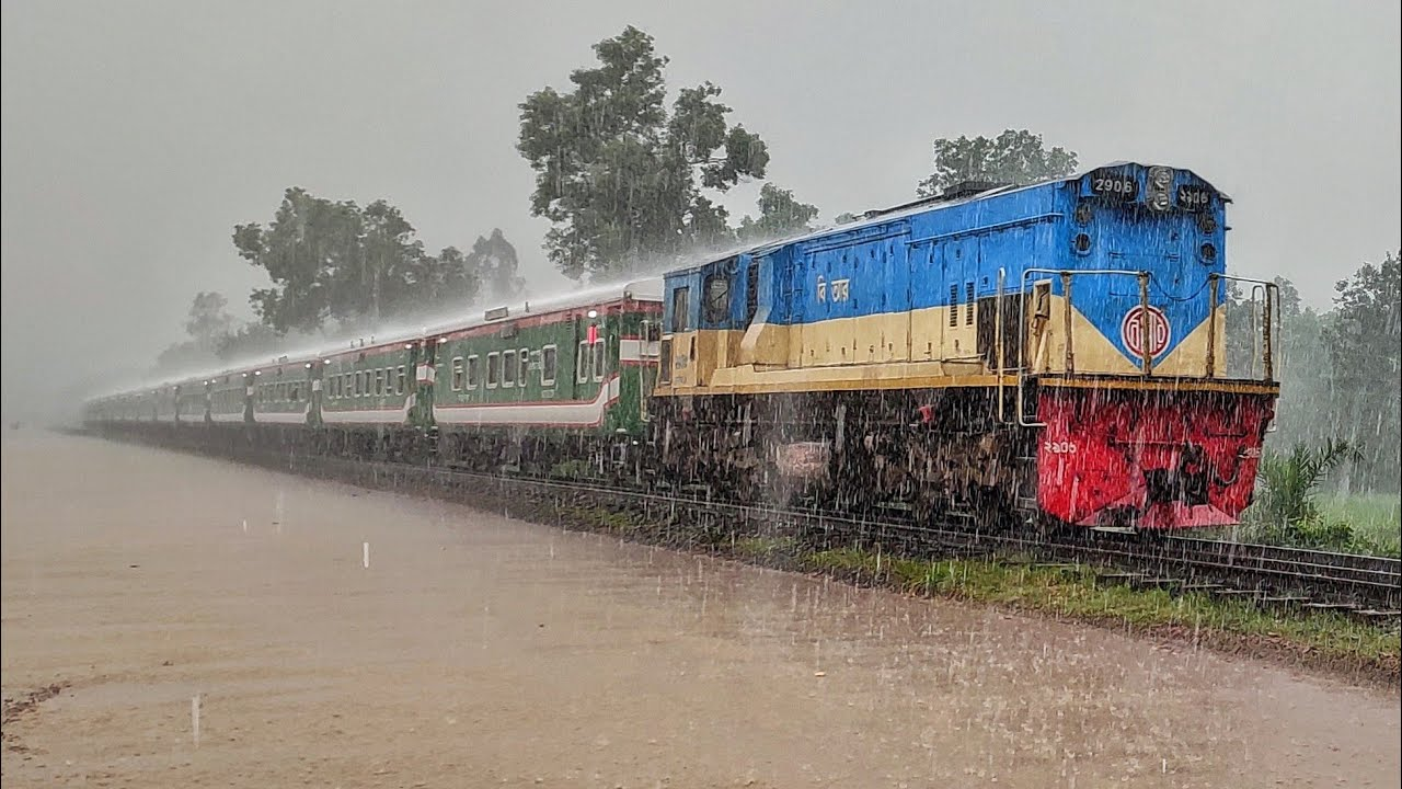 Train in Extremely heavy Rain ||Bangladesh Railway Jamalpur Express