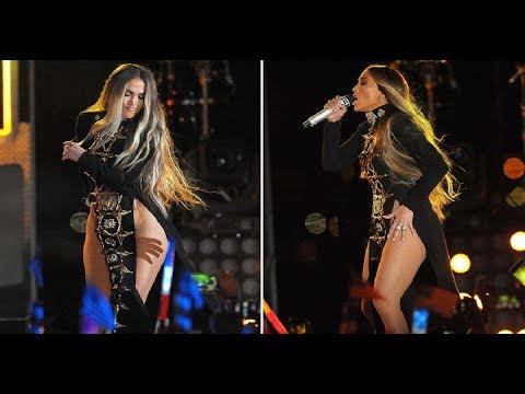 Do a jlo sali sin ropa interior al escenario youtube for Rihanna sin ropa interior