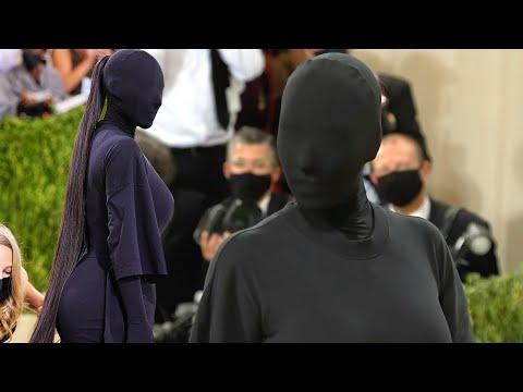 Met-Gala-2021-Kim-Kardashian-Shows-Up-in-Head-to-Toe-Black-Bodysuit