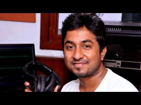 Vineeth Sreenivasan Imitating Oommen Chandy