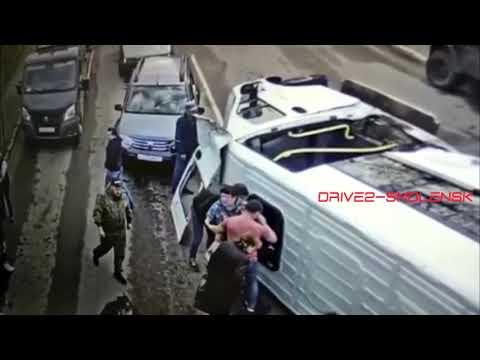 В результате ДТП с маршруткой в Смоленске пострадали шесть человек