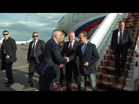 Медведев прибыл в Ереван: встреча в аэропорту