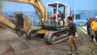 宜蘭勞工協進會小莊老師教導挖掘機S型前進後退