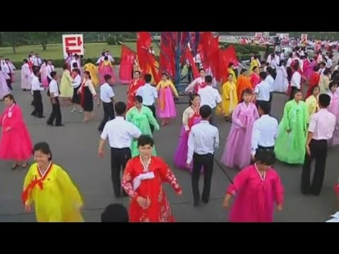 Thousands attend dancing parties held in North Korea - 동영상
