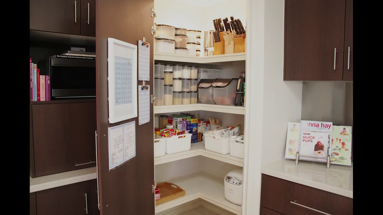 L Shaped Kitchen With Corner Pantry