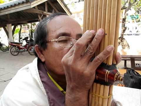 Lao Khaen Master Somdee playing Lam Sarawan ลำสาละวัน.