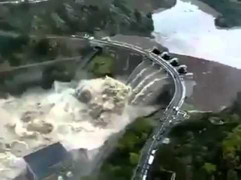 Incroyable l ouverture des vannes d'un barrage