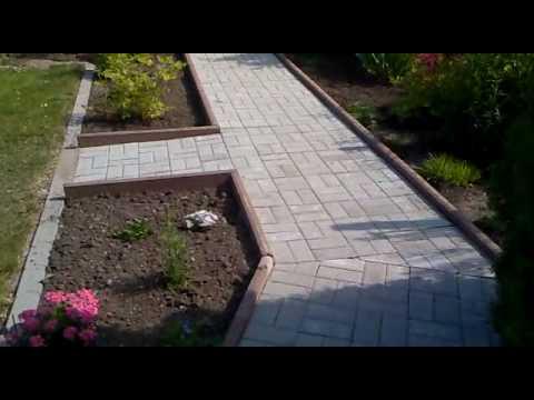 Stufen im Garten können Sie auch aus Steinplatten bilden