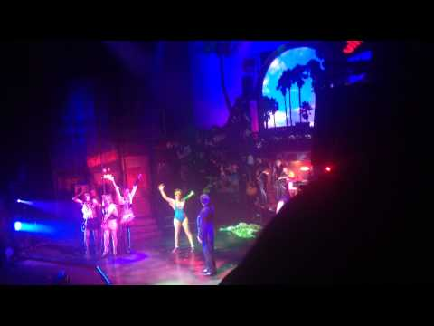 Rock of ages the musical uk tour 2014 final night - hit me with your best shot