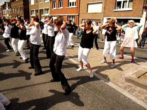 Flash mob gymnastique la chapelle d 39 armenti res youtube for Garage la chapelle d armentieres