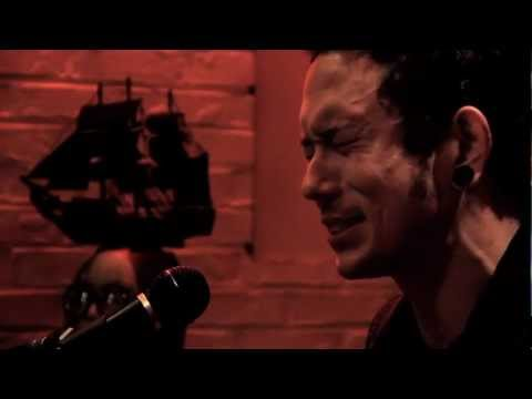 TRIVIUM Matt Heafy Built To Fall acoustic on Metal Injection