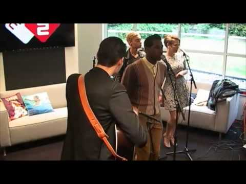 Leon Bridges - Smooth Sailin' (live @ Roodshow)