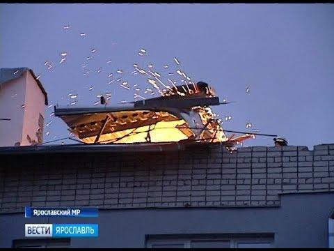 Из-за ураганного ветра в Кузничихе сорвало часть крыши