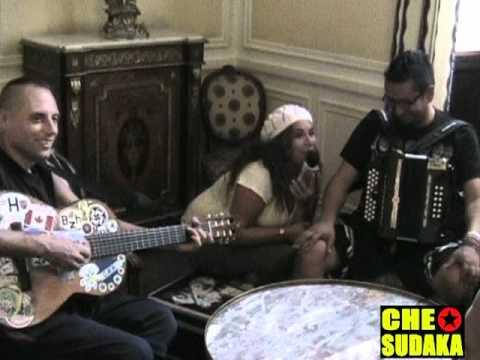 Entrevista a Che Sudaka por Noelia Bravo en Pau-Francia.mpg