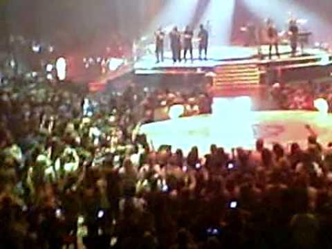 Kevin's raincoat dance, Lovebug- Jonas Brothers Concert 7/25/09 mp3