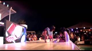 Video Two models fall down in high heels during Asia Fashion Week 2011 download MP3, 3GP, MP4, WEBM, AVI, FLV Agustus 2018