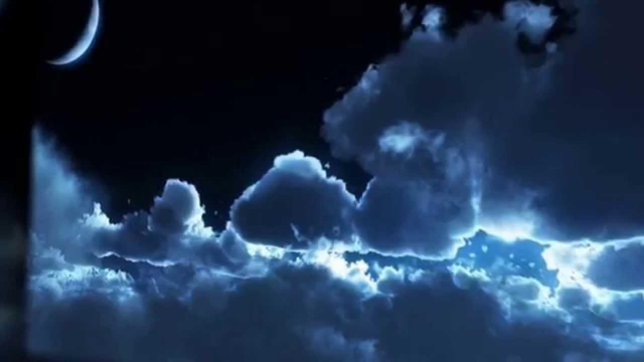 місяц по небу ходить