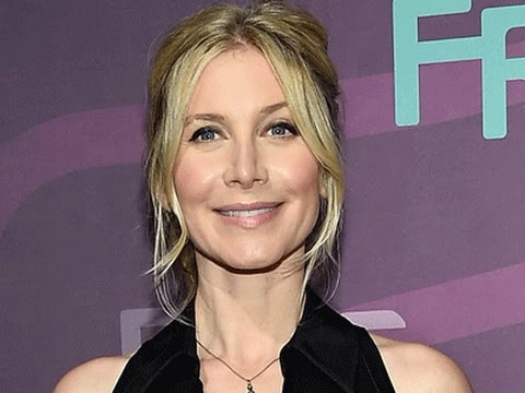 Elizabeth Mitchell on the creepiness of her 'Dead of Summer' character & reuniting with the