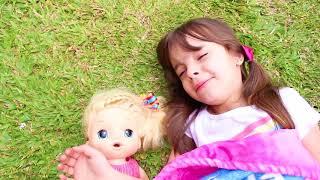 LAURINHA E SUA BONECA TENTANDO DORMIR ! LAURINHA AND BABY DOLL WANT TO SLEEP VIDEO FOR KIDS