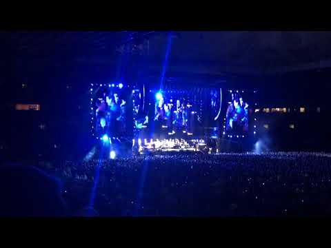 Uptown girl + it's still rock and roll to me- billy Joel - Manchester old Trafford 2018
