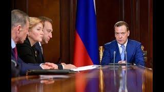 Премьер и море: визит Дмитрия Медведева в Крым  | Радио Крым.Реалии