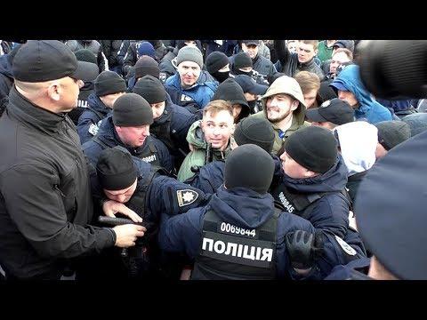 Житомир.info | Новости Житомира: Прихильники Тимошенко рвали плакати та закидали яйцями опонентів на мітингу в Житомирі