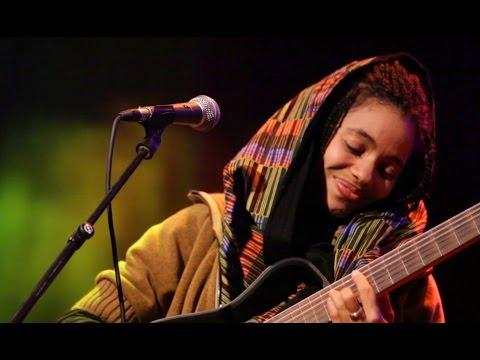 Nneka - Off- & Onstage - My Fairy Tales - Tour 2015 @Jam'in'Berlin (9)