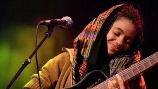 Nneka - Off- & Onstage - My Fairy Tales - Tour 2015 @Jam'in'Berlin (9)